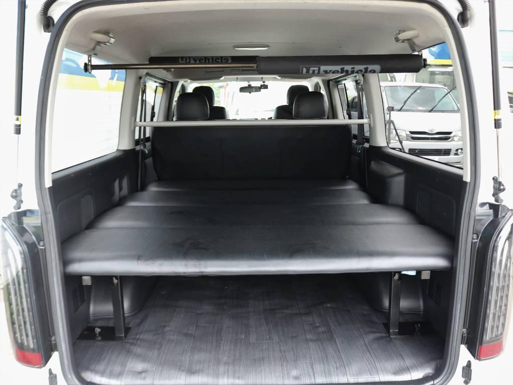 高さ調節可能オリジナルベッドキット付きで車中泊も可能です!