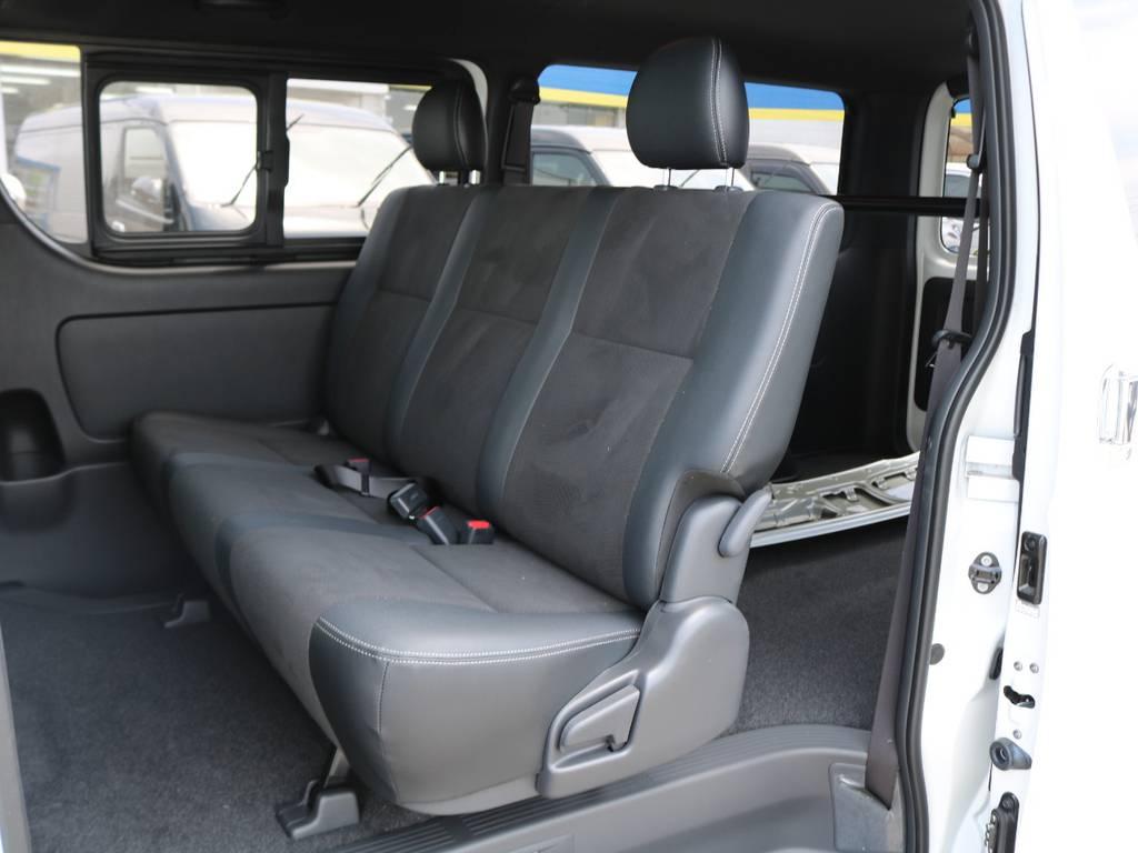 セカンドシートはリクライニング可能な便利なベンチシート♪ | トヨタ ハイエースバン 2.8 スーパーGL ダークプライムⅡ ロングボディ ディーゼルターボ