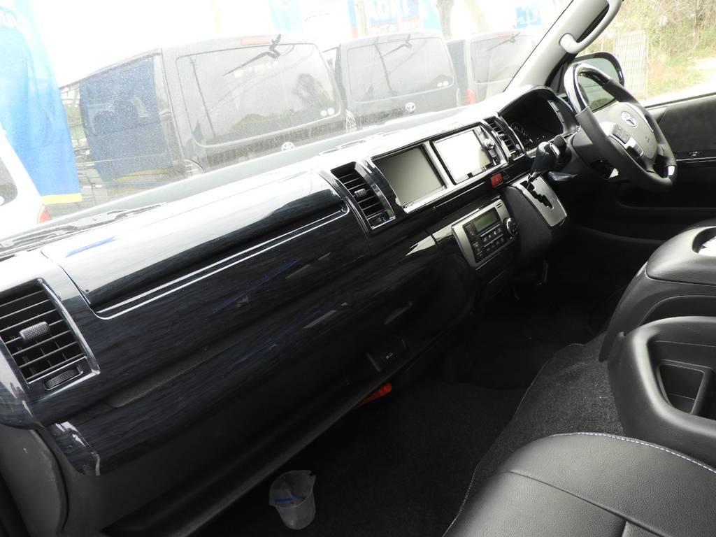上質な室内空間を演出する黒木目調インテリアパネル♪ | トヨタ ハイエース 2.7 GL ロング ミドルルーフ ギブソンフルエアロ