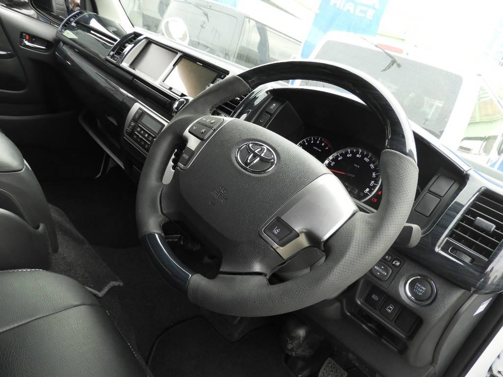 ハンドルは握り易いガングリップタイプを採用♪ | トヨタ ハイエース 2.7 GL ロング ミドルルーフ ギブソンフルエアロ
