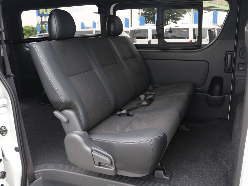 セカンドシートはリクライニング可能な便利なベンチシート♪ | トヨタ ハイエースバン 2.8 スーパーGL ダークプライムⅡ ロングボディ ディーゼルターボ 415コブラコンプリート TSS付