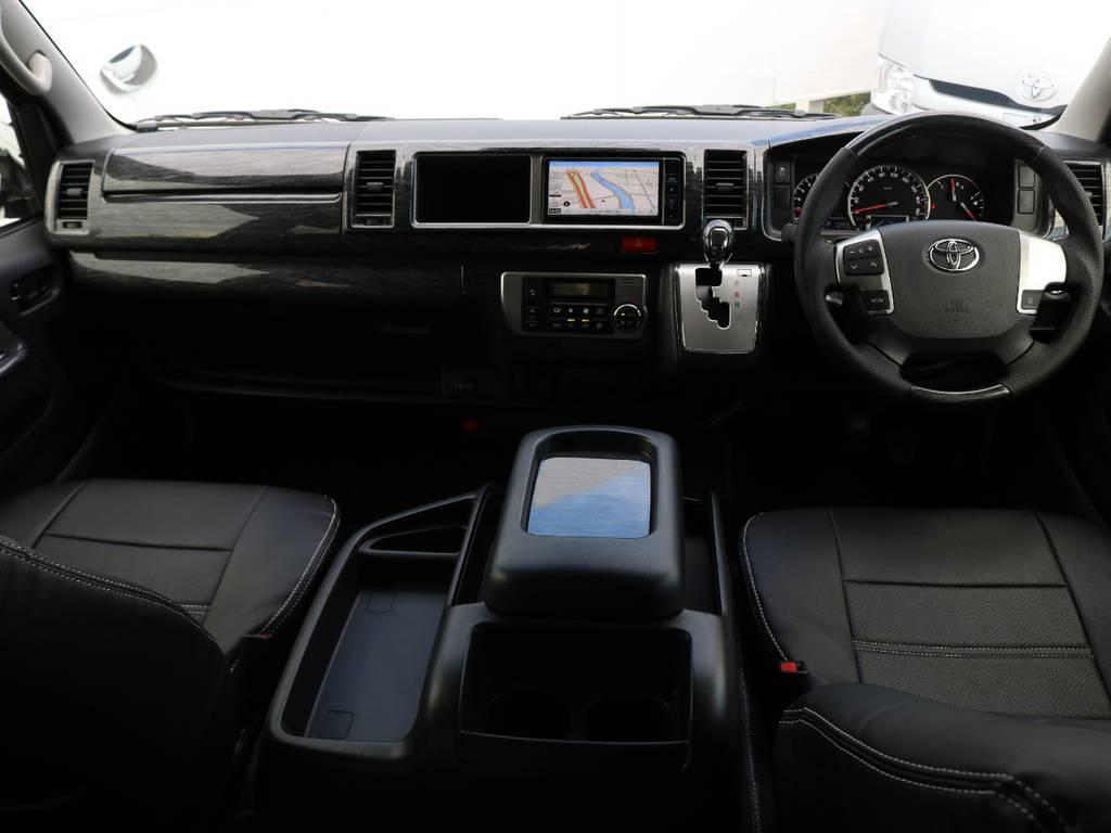 運転席周りにはインテリアパネルを装着し、高級感のある内装に仕上げました♪