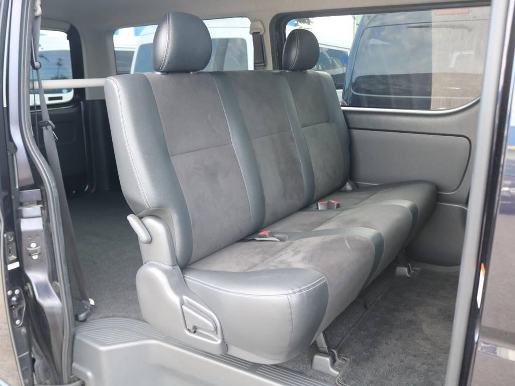 セカンドシートはリクライニング可能な便利なベンチシート♪