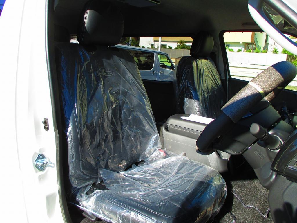 シートカバーはフレックスオリジナルのプレミアムシートカバーを装着!柔らかい手触りがたまらないシートカバーですよっ♪