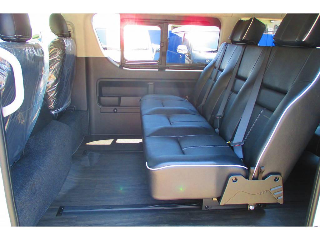 座席は前後移動が可能ですので足元も広々スペースが取れます♪ゆったり座ってドライブが楽しめますよっ♪ | トヨタ ハイエース 2.7 GL ロング ミドルルーフ アレンジSTラウンジ仕様