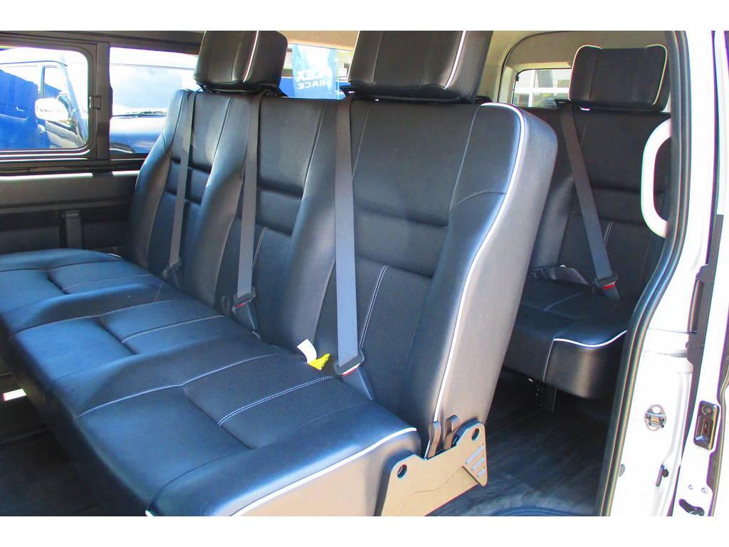 これぞハイエースカスタム!3人掛けの座席を2脚装着!レールを増設して前後に移動可能です♪色々な使い方を楽しんで下さいねっ! | トヨタ ハイエース 2.7 GL ロング ミドルルーフ アレンジSTラウンジ仕様