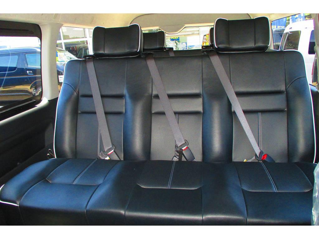 ラウンジの名に相応しいホールド感に優れたエグゼクティブシート!大型のヘッドレストも付いてますよっ♪革張りで高級感もありますねっ!座り心地もグッドです♪ | トヨタ ハイエース 2.7 GL ロング ミドルルーフ アレンジSTラウンジ仕様