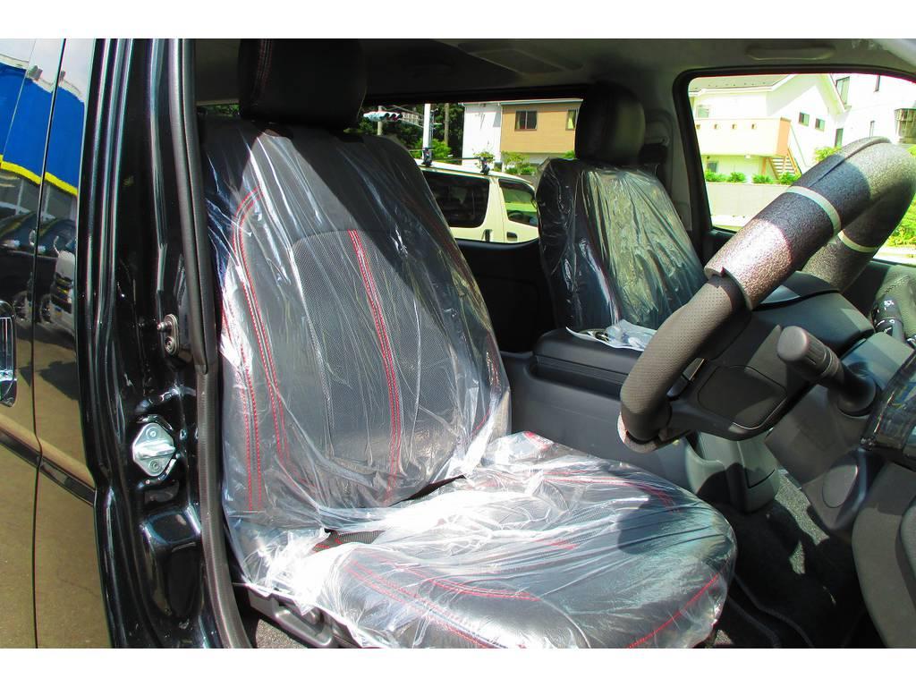 ハイエースカスタムに欠かせない黒革調シートカバーももちろん装着済み!純正とは高級感が全然違いますねっ♪ | トヨタ ハイエースバン 2.0 スーパーGL ロング ベッドキットナビパッケージ車