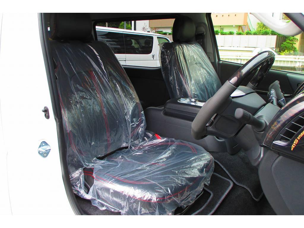 ハイエースカスタムには欠かせないシートカバーはもちろん装着済み♪シートカバーをかぶせるだけで高級感が全然違いますねっ♪