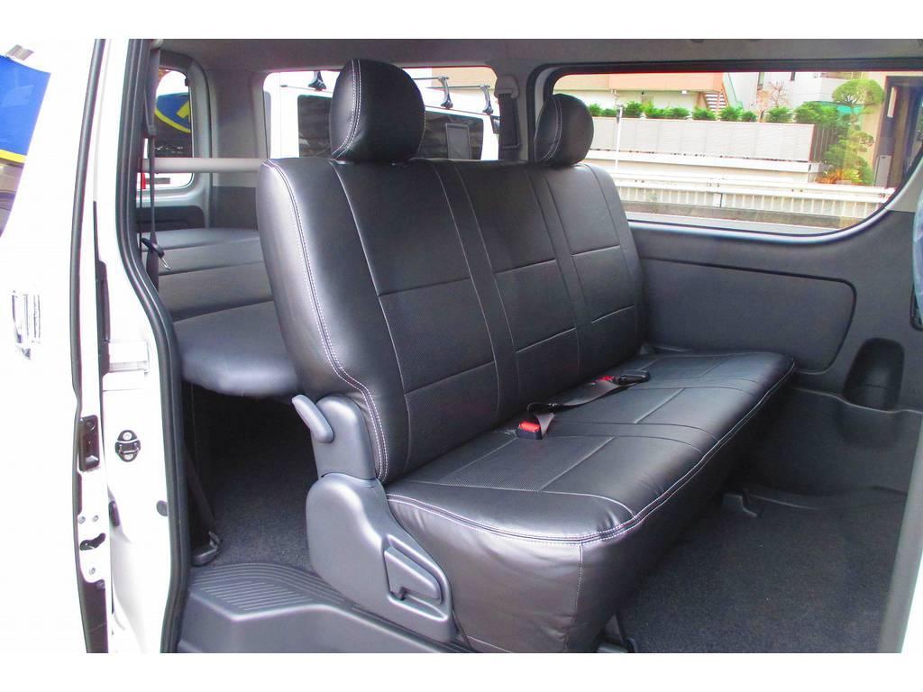 セカンドシートにももちろん黒革調シートカバーは装着されてます!高級感も出てお手入れもしやすくなる優れものですねっ♪