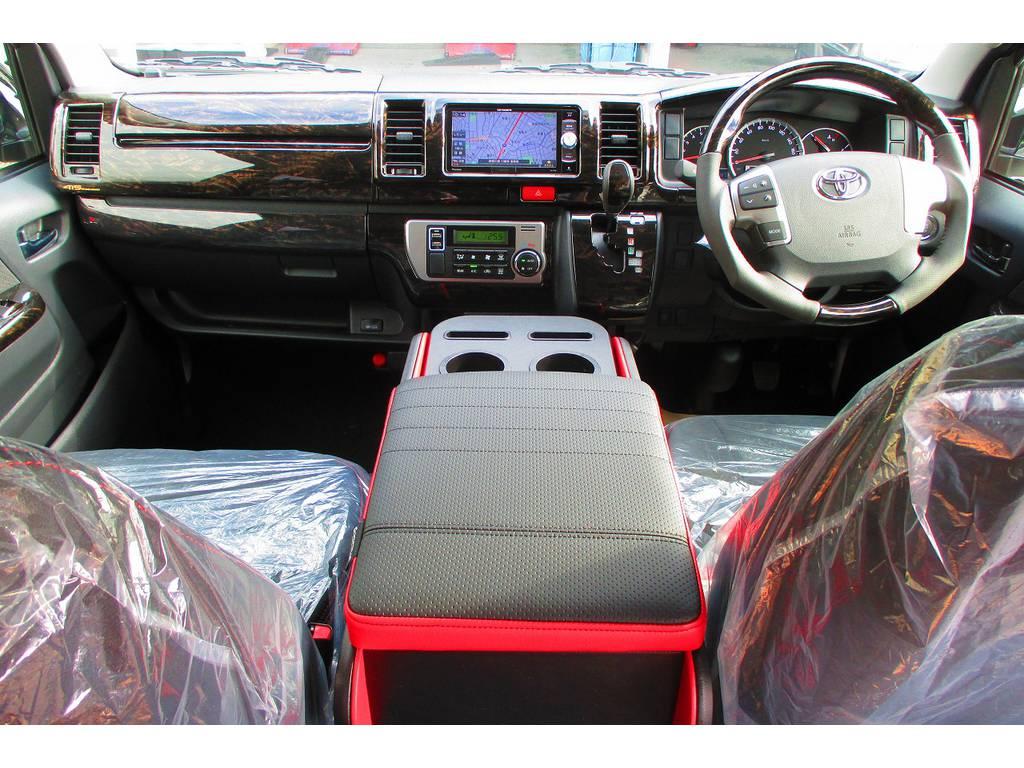 広々室内はロングドライブも楽ですよっ♪マホガニー調のパネルキットで高級感もアップしてますよぉ♪ | トヨタ ハイエースバン 2.0 スーパーGL ロング 415コブラフルコンプリート車