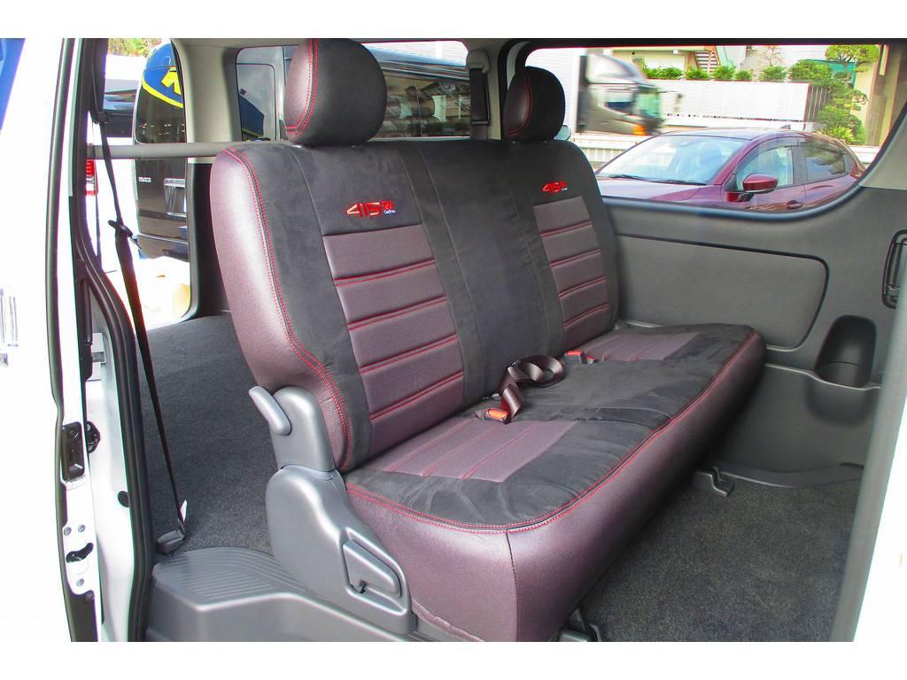 セカンドシートにももちろん装着!伸縮性もあり柔らかい肌触りがまた良いんです♪ | トヨタ ハイエースバン 2.0 スーパーGL ロング 415コブラフルコンプリート車