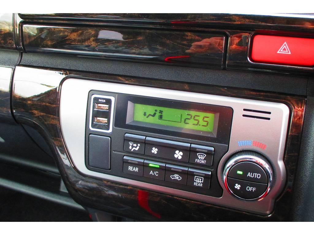 スマホの充電もスマートに♪USB充電器も装着!以外や以外あると使うUSB充電器ですよっ♪ | トヨタ ハイエースバン 2.0 スーパーGL ロング 415コブラフルコンプリート車