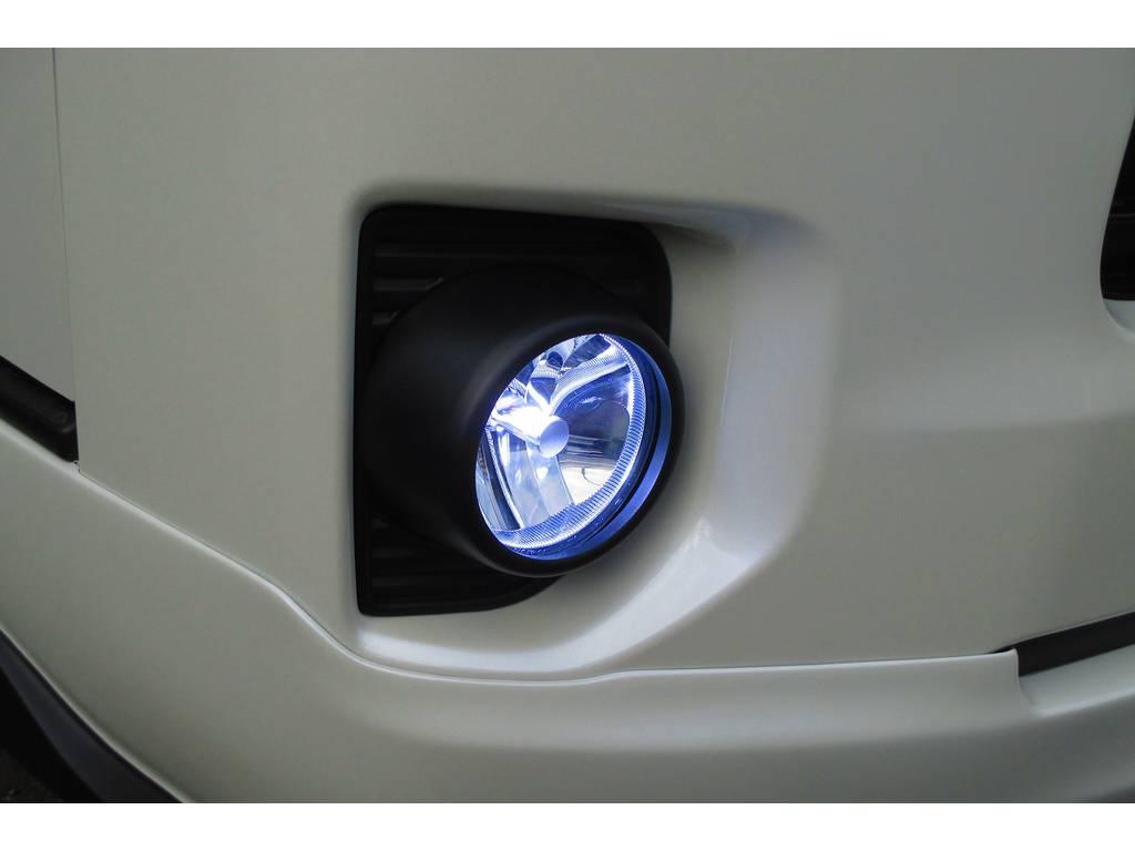 フォグランプはLEDに換装済み!ホワイトで明るい光がドライブに安心をもたらしてくれますよっ♪見栄えもカッコいいですよっ♪ | トヨタ ハイエースバン 2.0 スーパーGL ロング 415コブラフルコンプリート車