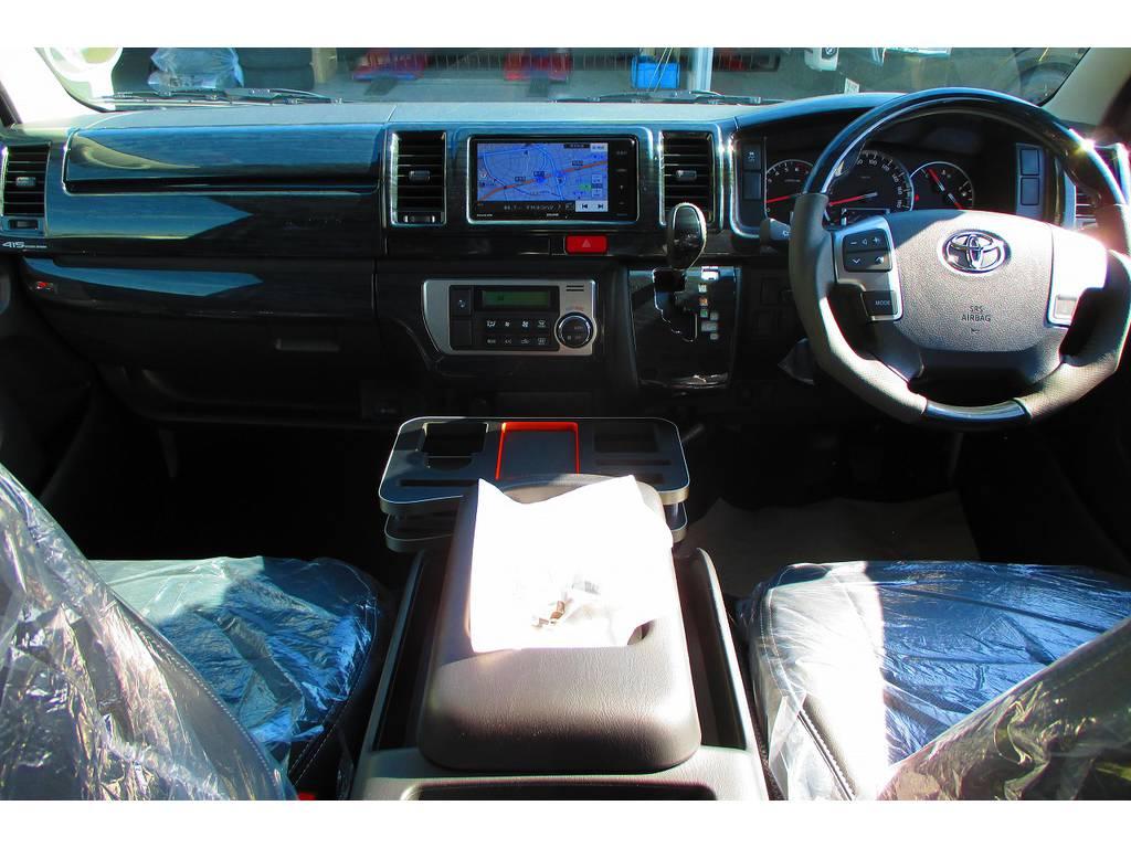広々室内はロングドライブも楽チンです♪座面も高いので見晴らしもグッドですよっ♪ | トヨタ ハイエースバン 2.0 スーパーGL ロング ナビレコカスタムパッケージ車