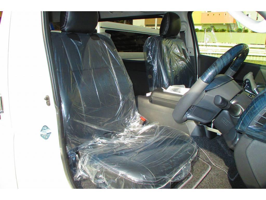 黒革調シートカバーはFLEXオリジナル製♪ハイエースカスタムには欠かせないアイテムですねっ♪高級感がグっとでますねっ!
