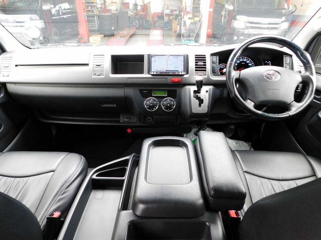 広々室内がハイエースの魅力!座面も高くロングドライブも快適ですよっ♪見晴らしもグッドですよっ!!!
