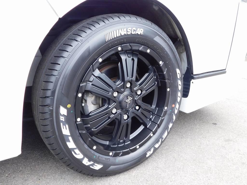 足元をキメるのはNITRO・POWER・CROSS/CLAW17インチとグッドイヤーナスカーホワイトレタータイヤの組み合わせ!こちらも新品を装着です!!!