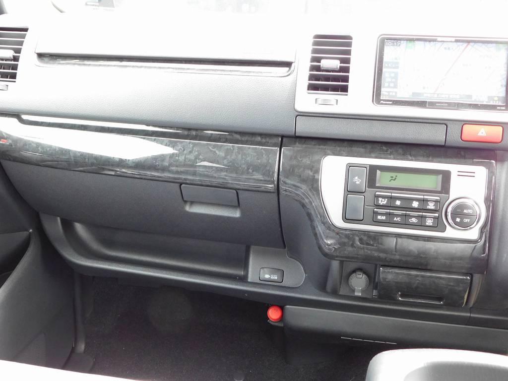 インテリアアンダーパネルで主張しすぎないお洒落を演出!シックでカッコいいですねっ♪ | トヨタ ハイエースバン 2.8 スーパーGL ロング ディーゼルターボ ナビパッケージ車