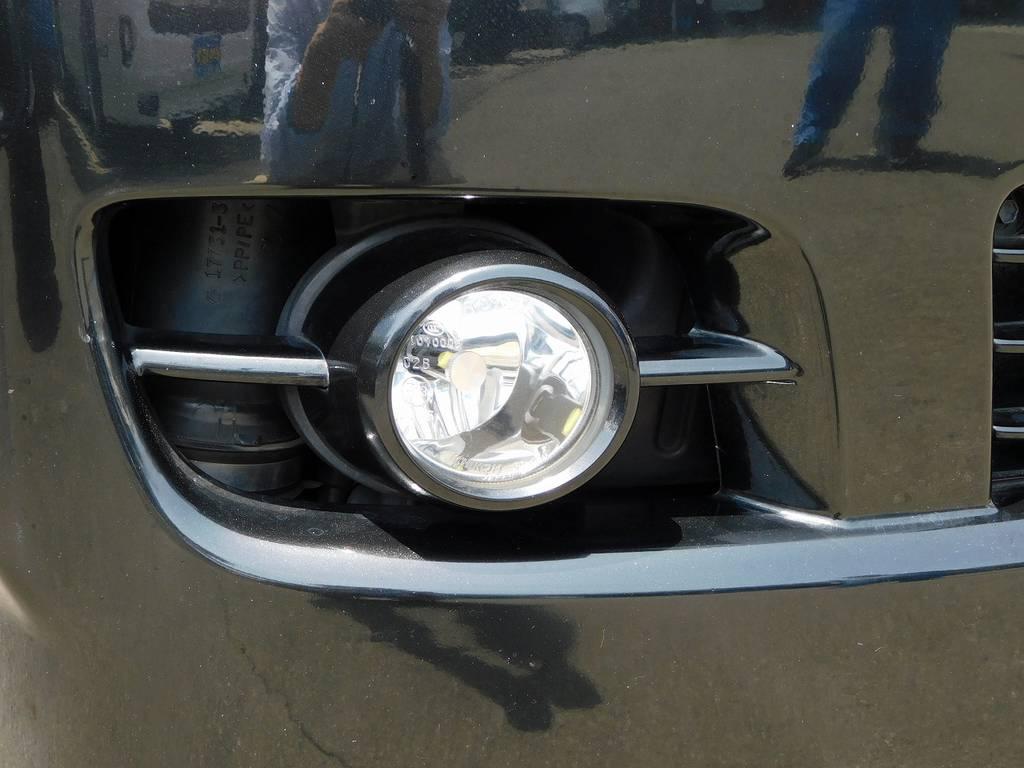 フォグランプはLEDバルブに換装済みで鮮烈な光を放ちます♪ | トヨタ ハイエースバン 2.0 スーパーGL ロング 買取直販車