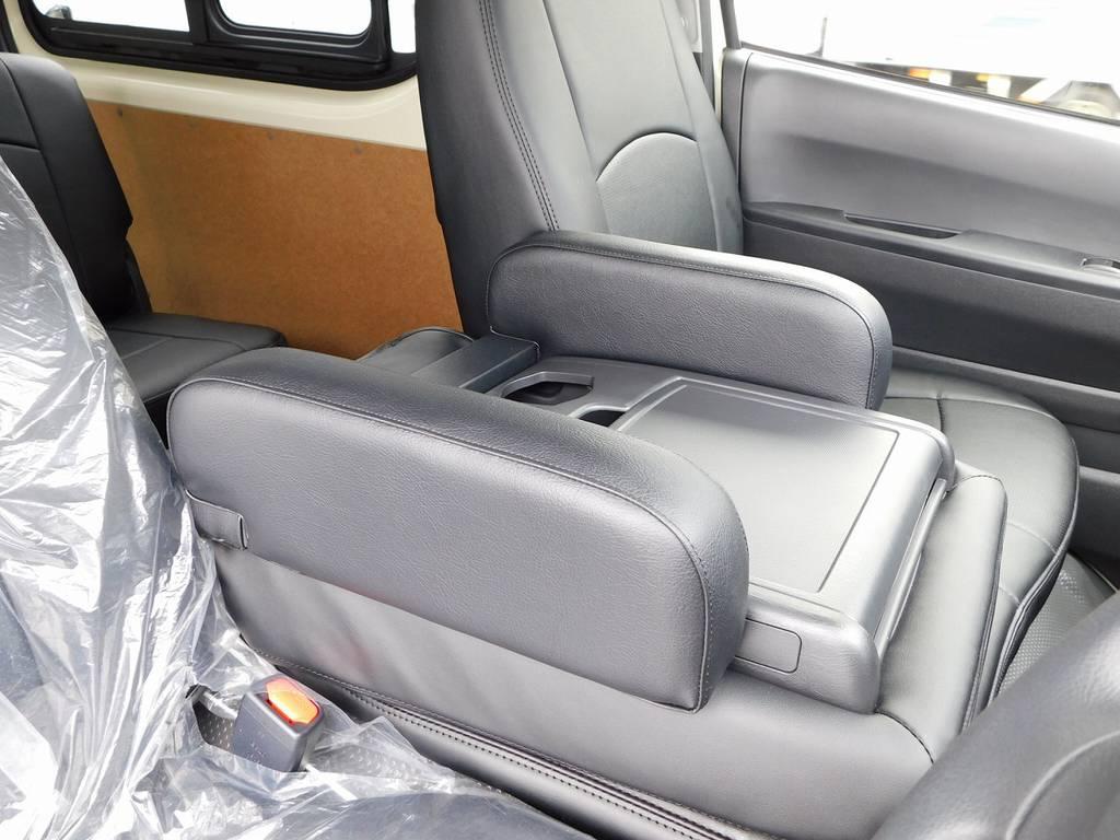 DX用のアームレストってなかなか無いんですよねぇ♪こちらの車両には初めから装着済みです!あるのと無いのとじゃ大違いですよっ♪ | トヨタ ハイエースバン 2.0 DX ロング 男気仕様七号機