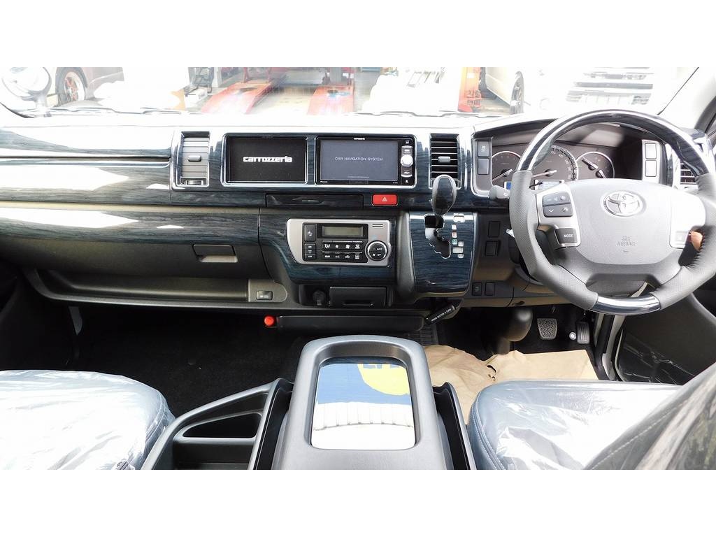 広々室内はロングドライブも楽しくなりますねっ♪座面も高くて見晴らしもグッドですよぉ♪ | トヨタ ハイエース 2.7 GL ロング ミドルルーフ 内装架装R1