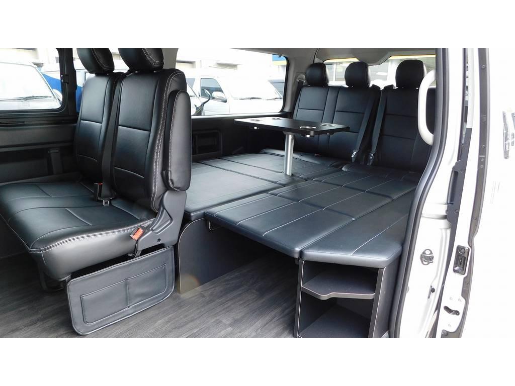 不動の人気R1内装架装車!床はフローリングでテーブル付きですよっ♪こんな事出来る車はなかなか無いですよっ♪ | トヨタ ハイエース 2.7 GL ロング ミドルルーフ 内装架装R1