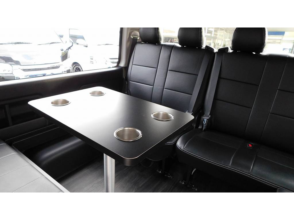 テーブルがなにかと便利なんですよねっ♪ちょっと休憩にはもってこいですよっ♪ | トヨタ ハイエース 2.7 GL ロング ミドルルーフ 内装架装R1