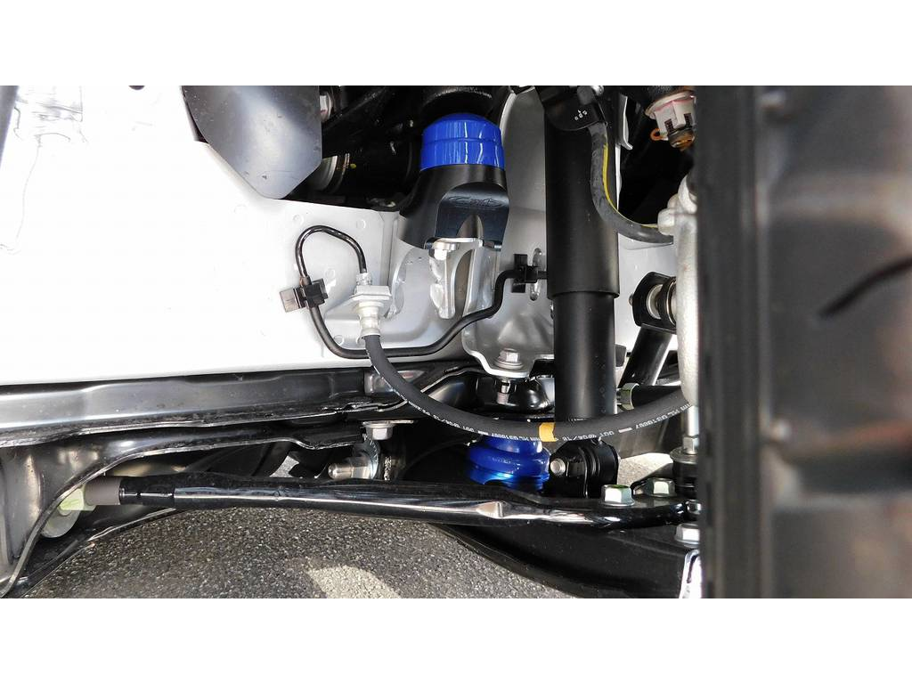 バンプ類は玄武製にすべて交換済み!良い品を使ってますよっ♪ | トヨタ ハイエースバン 2.0 スーパーGL ロング フローティングナビパッケージ