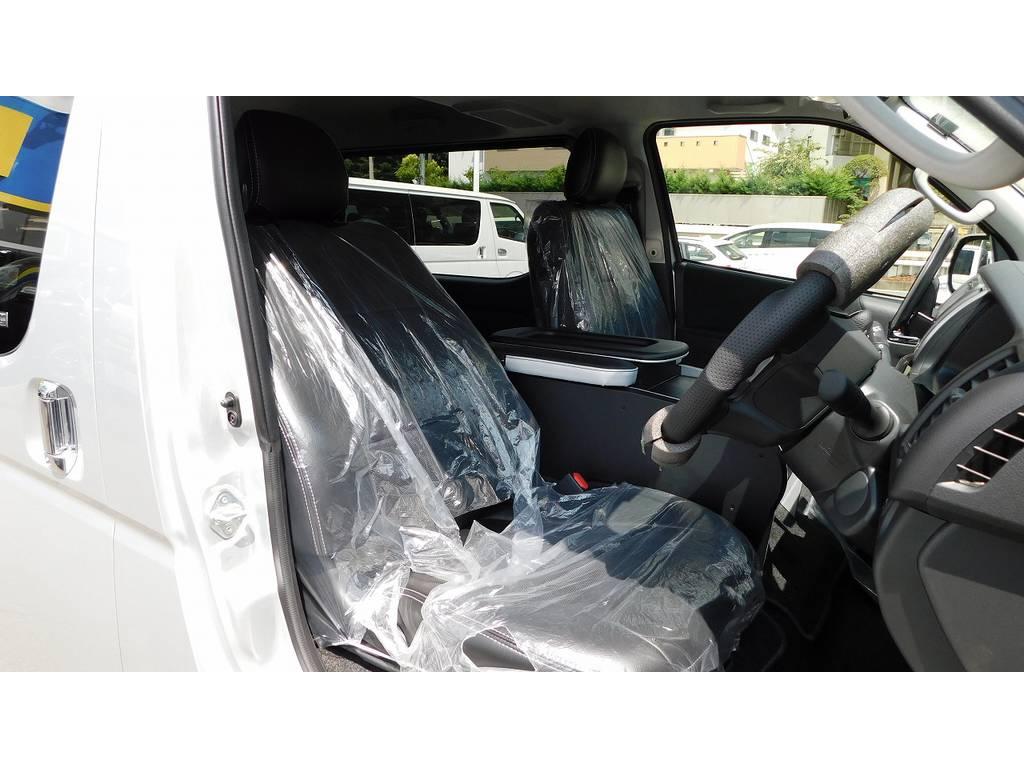 ハイエースカスタムには欠かせない黒革調シートカバーはもちろん装着♪フレックスオリジナルでフィッティングも抜群ですよっ♪ | トヨタ ハイエースバン 2.0 スーパーGL ロング フローティングナビパッケージ