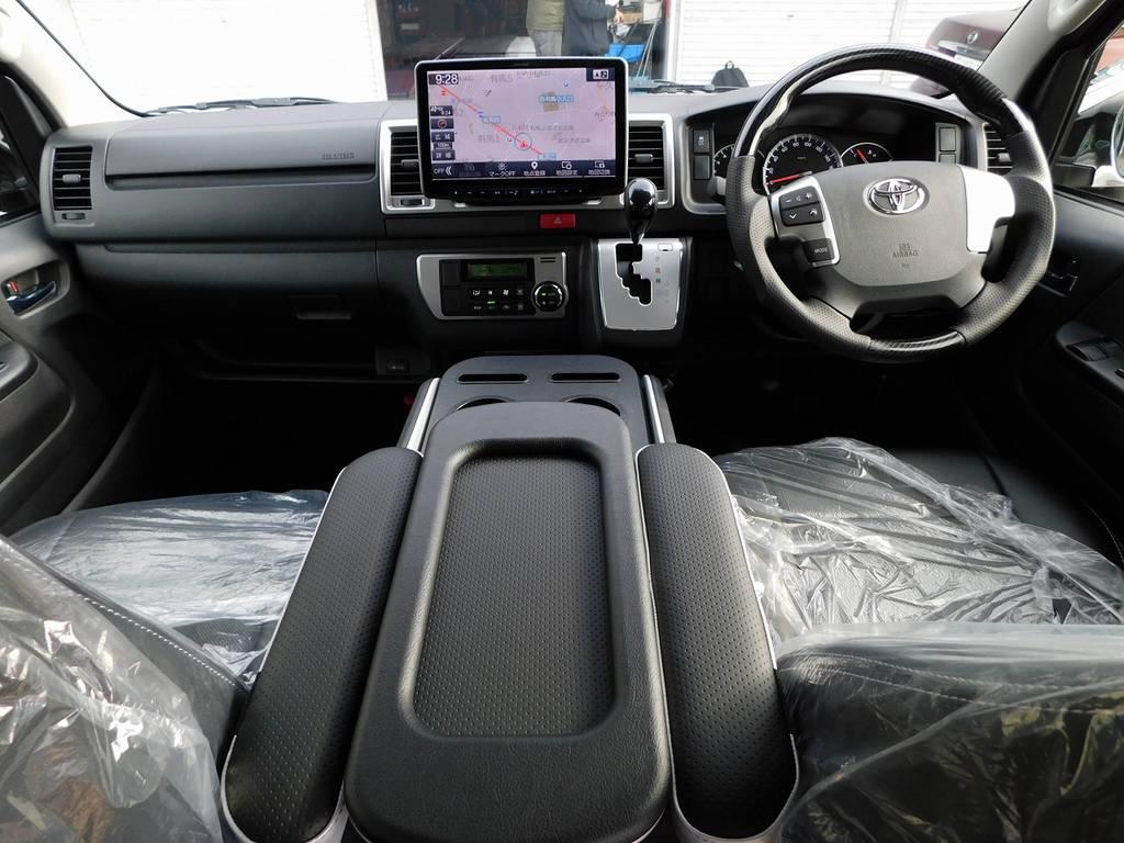 広々室内はロングドライブも楽チンです♪座面も高くて見晴らしもグッドですよっ!!! | トヨタ ハイエースバン 2.0 スーパーGL ロング フローティングナビパッケージ