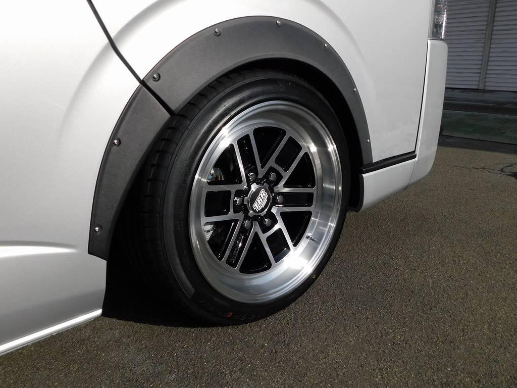 足元をキメるのはTBRの18インチアルミ!9Jが魅せる深リム仕様!旧車ちっくな感じが出てカッコいいです! | トヨタ ハイエースバン 2.0 スーパーGL ロング フローティングナビパッケージ