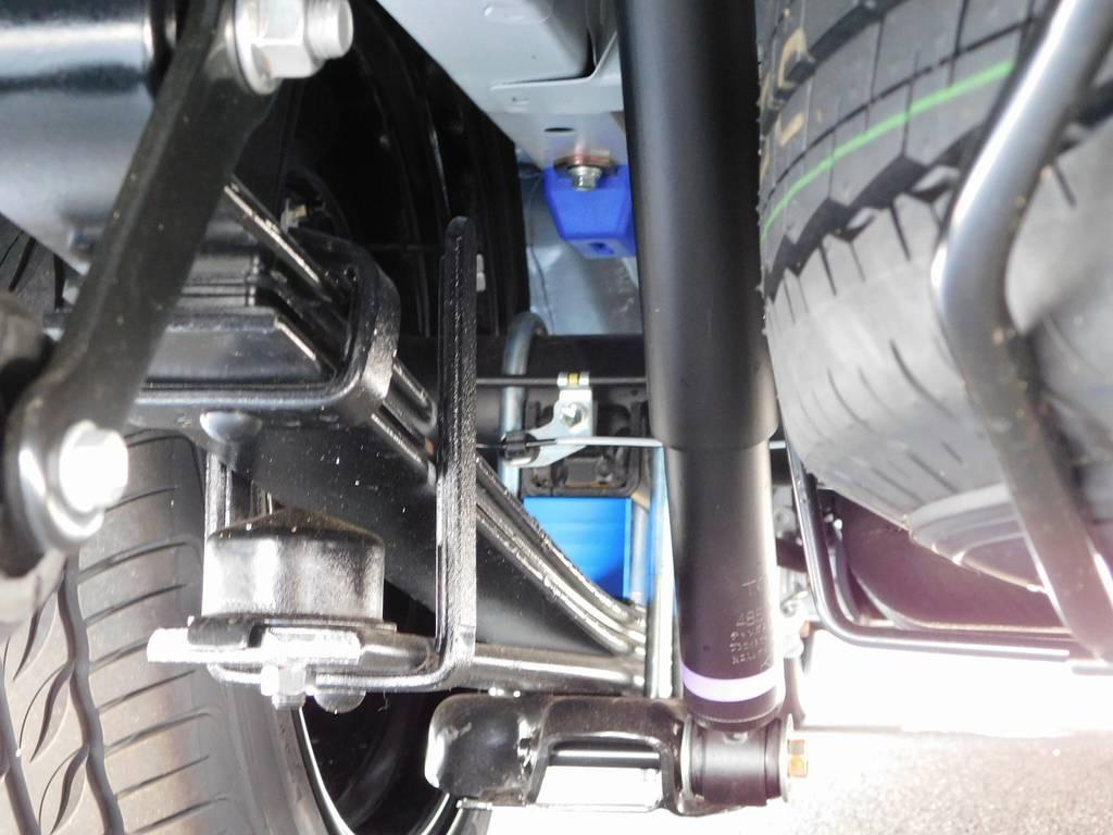 ローダウンは2インチを採用!約5cmのローダウンで日常使いで支障が出ないギリギリでセットアップ!もちろんバンプ類も交換済みですよっ♪ | トヨタ ハイエースバン 2.0 スーパーGL ダークプライム ロングボディ ダークプライムカスタム