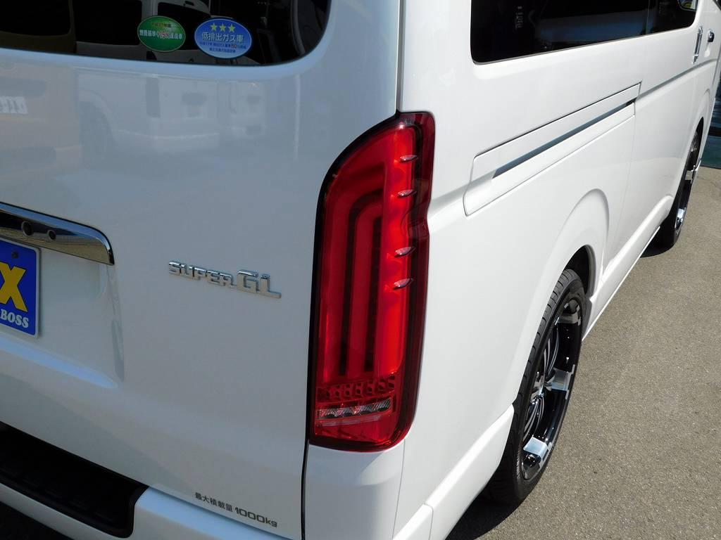 テールランプはバレンティ製のREVOⅠを装着♪人気爆発で納期がかかるテールです!ウィンカーはシーケンシャルですので流れますよぉ♪ | トヨタ ハイエースバン 2.0 スーパーGL ダークプライム ロングボディ ダークプライムカスタム