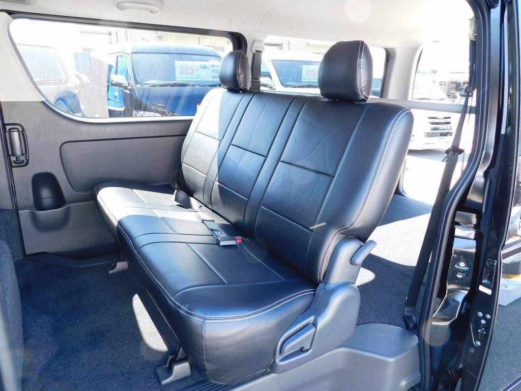 セカンドシートにももちろん装着!高級感もありお手入れも楽チンですよっ♪ | トヨタ ハイエースバン 2.0 スーパーGL ロング 漆黒のレーシングカスタム