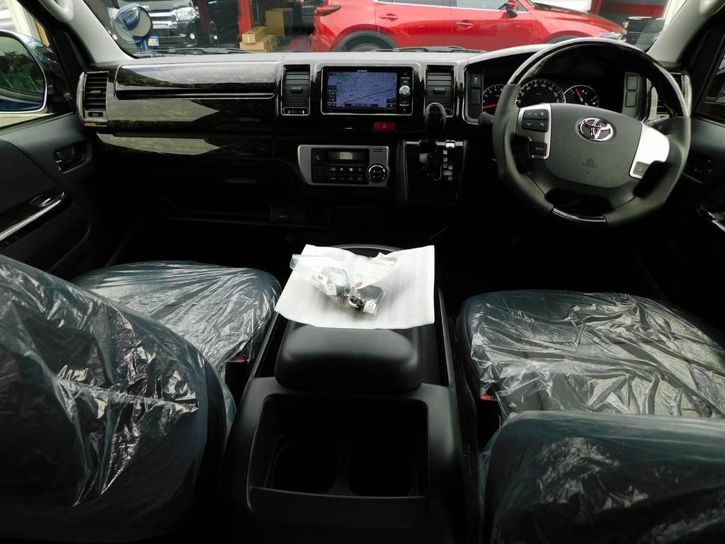 広々室内はロングドライブも楽チンですよっ♪座面も高くて見晴らしもグッドですよっ♪ | トヨタ ハイエースバン 2.0 スーパーGL ロング ライトカスタムパッケージ