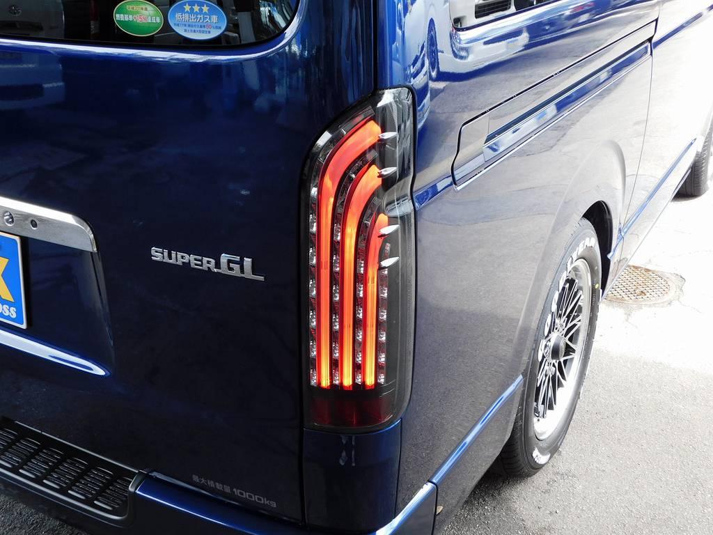 テールランプは415コブラのBADテールを装着♪縦チューブがカッコいいテールです!!! | トヨタ ハイエースバン 2.0 スーパーGL ロング ライトカスタムパッケージ