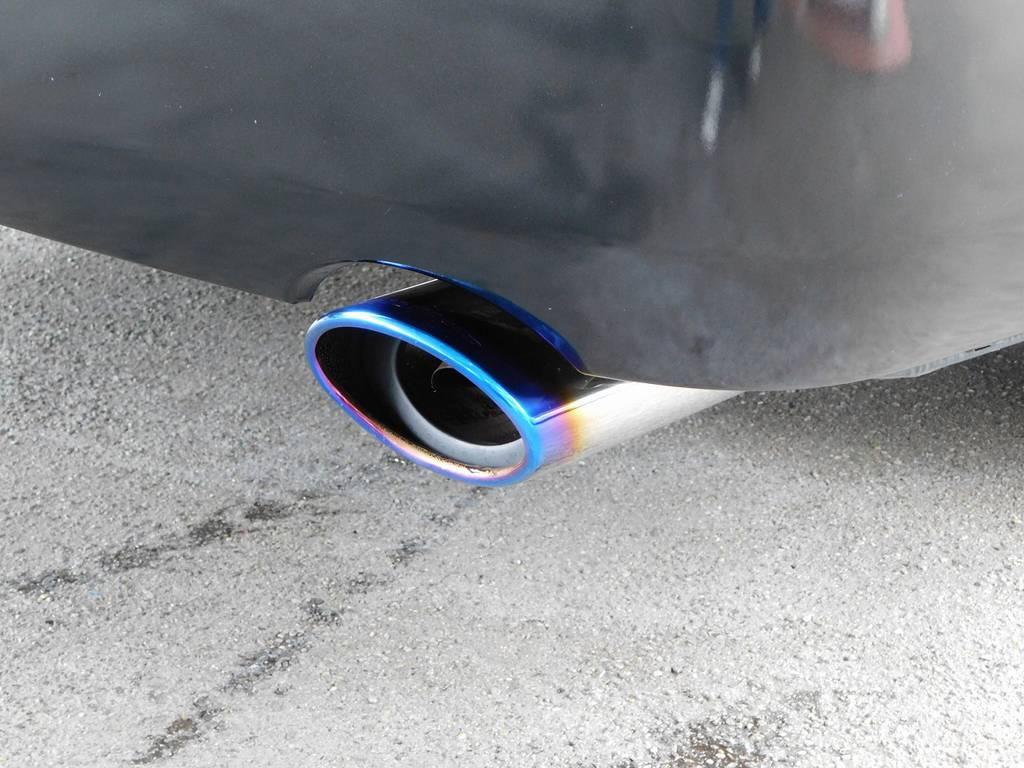 マフラーカッターはシルクブレイズ製♪チタンカラーで灼け色が美しいマフラーカッターです!!! | トヨタ レジアスエース 2.0 スーパーGL ロングボディ ブラックカスタム