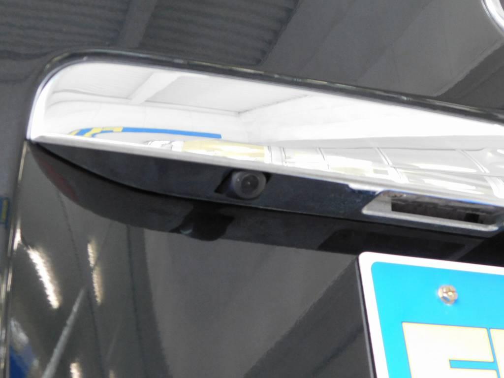 バックカメラも新品にて装着!これによりリヤアンダーミラーは外してリヤミラーホールカバーでスタイリッシュになっておりますよっ♪ | トヨタ レジアスエース 2.0 スーパーGL ロングボディ ブラックカスタム