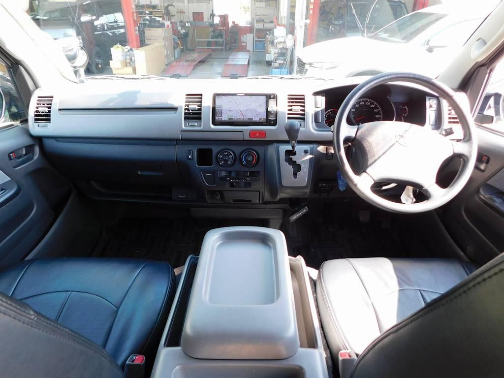 広々室内が魅力のレジアスエース♪座面も高くて見晴らしもグッドですよっ♪助手席エアバックも搭載されてます!!! | トヨタ レジアスエース 2.0 スーパーGL ロングボディ ガンメタカスタム