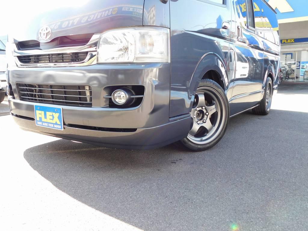 フロントリップはESSEX製を装着!丸みを帯びたデザインが2型との相性抜群ですねっ!!! | トヨタ レジアスエース 2.0 スーパーGL ロングボディ ガンメタカスタム
