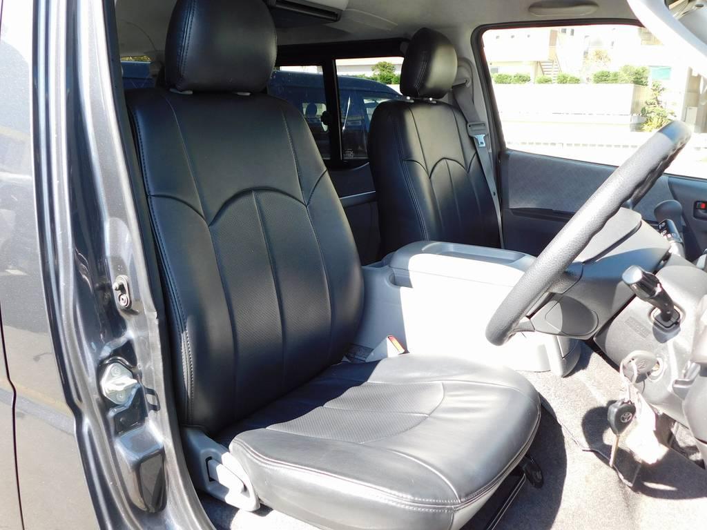 レジアスエースカスタムには欠かせない黒革調シートカバーはもちろん装着されてますよっ♪ | トヨタ レジアスエース 2.0 スーパーGL ロングボディ ガンメタカスタム