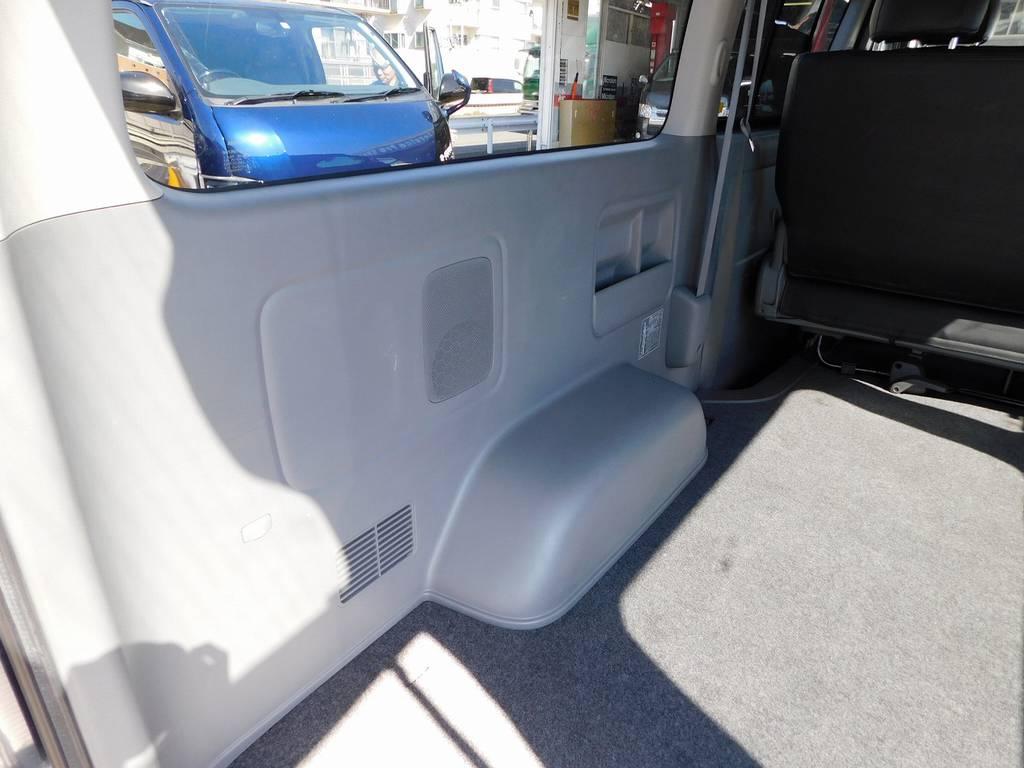 ラゲッジスペースの内張もキレイな状態ですよっ♪ | トヨタ レジアスエース 2.0 スーパーGL ロングボディ ガンメタカスタム