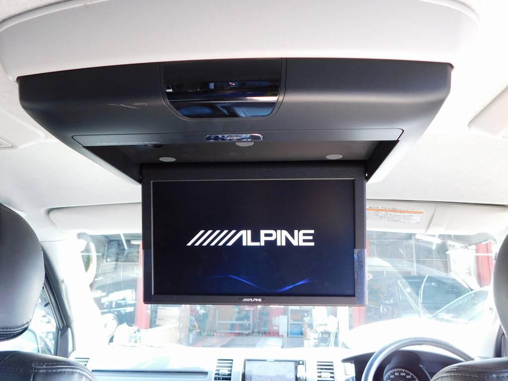 フリップダウンモニターはアルパイン製!後席の方もテレビ・映画しっかりみれますよっ♪ | トヨタ レジアスエース 2.0 スーパーGL ロングボディ ガンメタカスタム