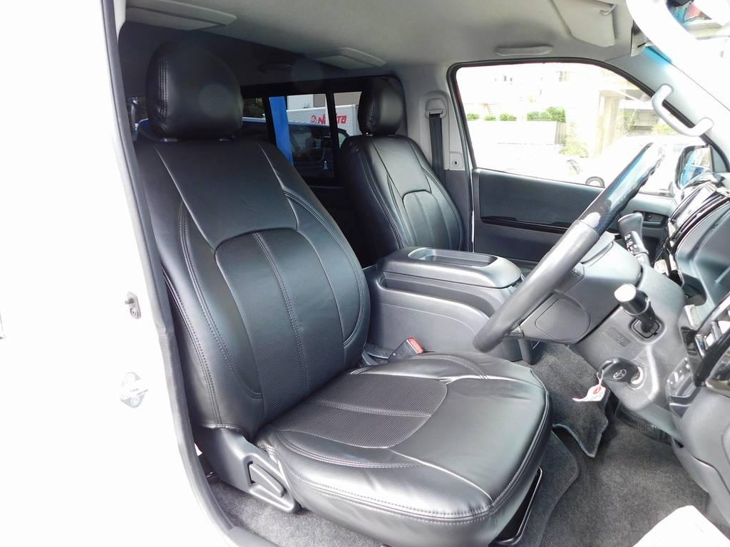 シートには黒革調シートカバーを装着!しかも新品装着ですのでスレやヤブレは御座いませんよっ!!! | トヨタ レジアスエース 2.0 スーパーGL プライムセレクション ロングボディ ライトカスタムパッケージ