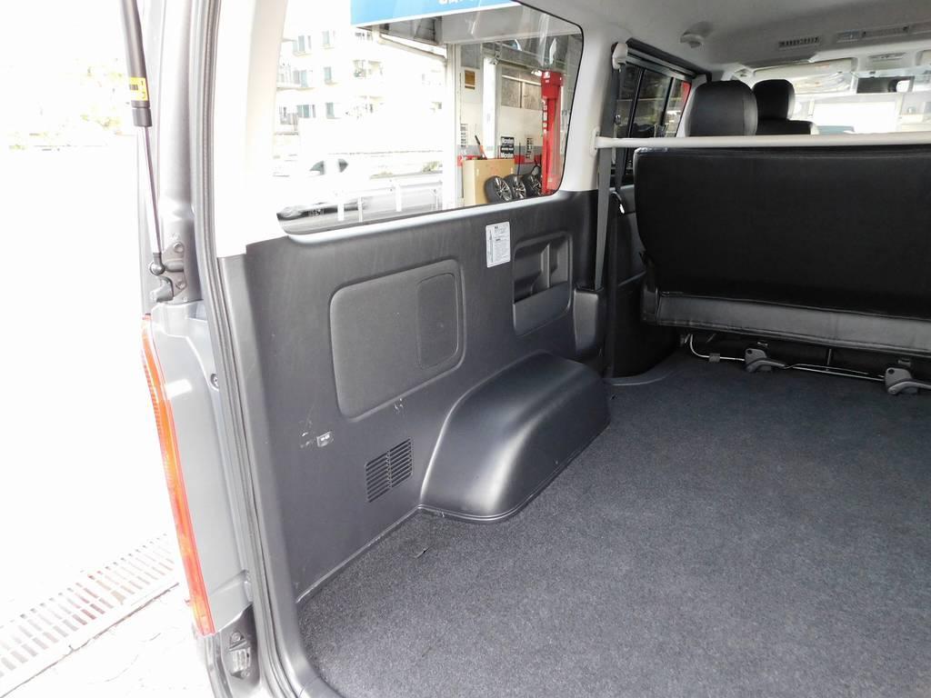 荷室のサイドパネルはキズ付いてる車両が多いのですがこの車両キレイな状態ですよっ♪ | トヨタ ハイエースバン 2.0 スーパーGL ロング 厳選仕入れ車