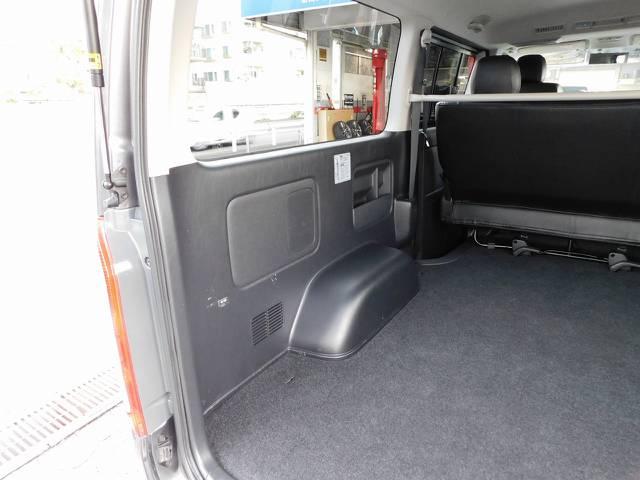 荷室のサイドパネルはキズ付いてる車両が多いのですがこの車両キレイな状態ですよっ♪