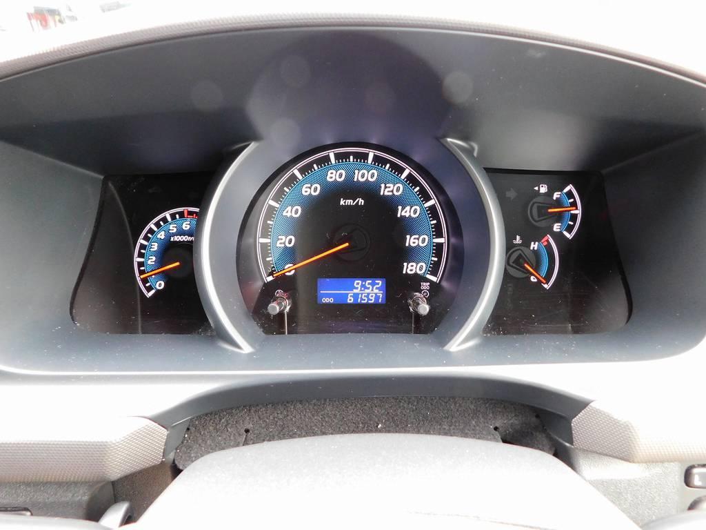 見やすいメーター配置で必要な情報がパっと目に入ってきます!距離もまだまだの61000キロ台ですよぉ!!! | トヨタ ハイエースバン 2.0 スーパーGL ロング 厳選仕入れ車