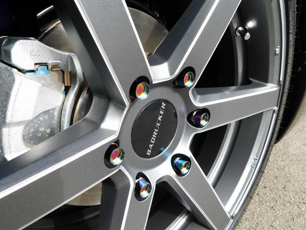 ホイールナットもこだわりの415コブラ製鍛造ナットを装着!チタン風の灼け色がカッコいいですねっ♪   トヨタ ハイエースバン 2.0 スーパーGL 50TH アニバーサリー リミテッド ロングボディ ナビパッケージ車