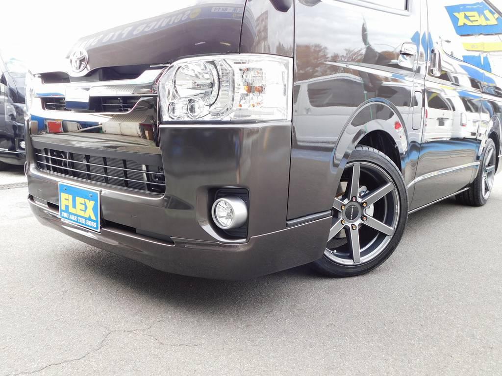 フロントリップは415コブラのクリーンルックⅢを装着♪シンプルながら迫力がある人気のスポイラーですよっ!!! | トヨタ ハイエースバン 2.0 スーパーGL 50TH アニバーサリー リミテッド ロングボディ ナビパッケージ車